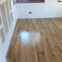 solid_wood_flooring_oak_4_298495303